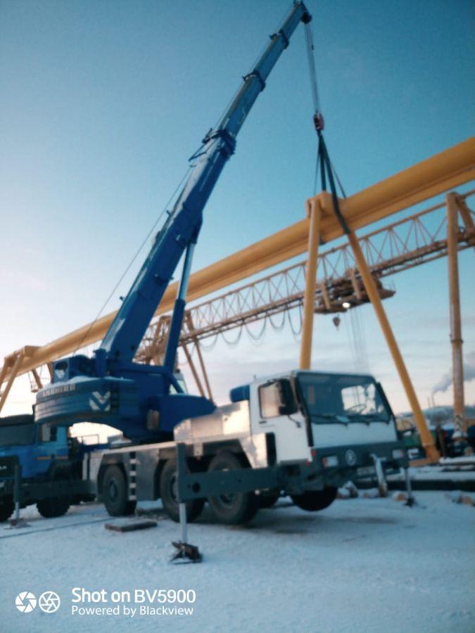 Фото установки козлового крана с помощью автокрана 50 тонн