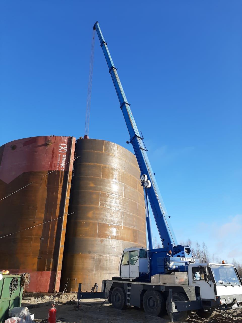 Фото работы автокрана 50 тонн при разверстке РВС